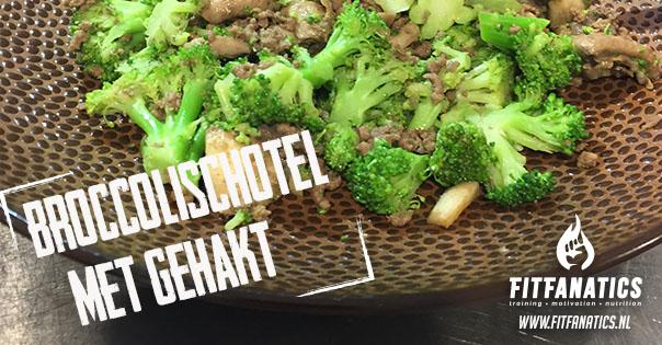 Broccolischotel met gehakt